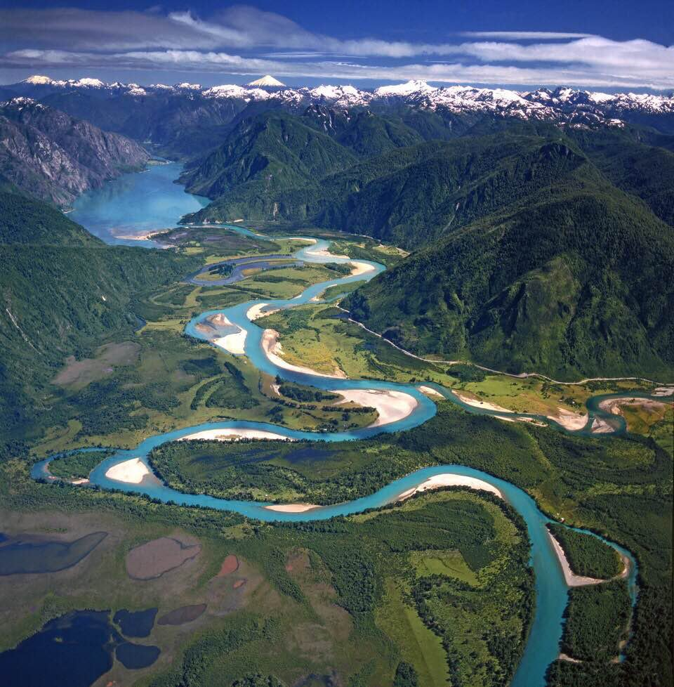 (Puelo+river+and+Tahua+Tahua+lake)